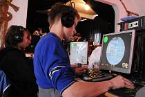 Účastníci turnaje měřili své dovednosti v šesti různých počítačových hrách.