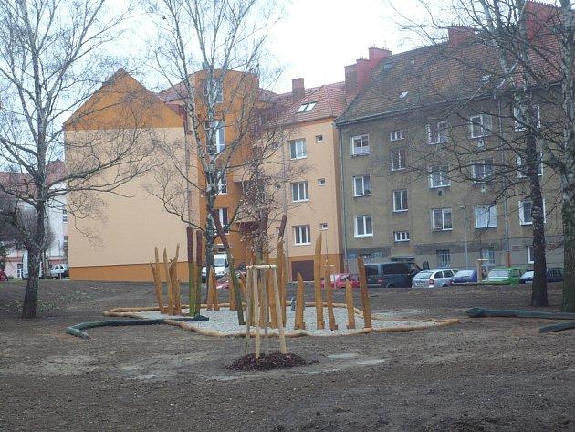 Prostory mezi domy sídliště v Tůních patří mezi zóny, které chce hradišťská radnice v dohledné době zvelebit