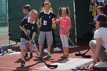 Stovky rodičů s dětmi si v neděli na Městském stadionu v Uherském Hradišti užily Sportovní den.