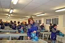 Žáci základních škol se učí řemeslu na Středním odborném učilišti v Uherském Brodě.