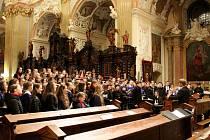 Duchovní písně studentů šesti církevních gymnázií rozezní vpátek a vsobotu velehradskou baziliku, vneděli pak kostel Svatého Ducha ve Starém Městě.
