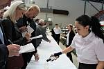 Tradičně 1. května a stejně tak na zimním stadionu v Uh. Hradišti uspořádali Vinaři Mařatice svoji 41. regionální výstavu vín. Podařilo se jim zajistit 788 vzrorků z 53 obcí.