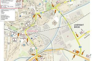 Na mapě jsou vyznačeny objízdné trasy a přechodné dopravní značení, které bude tuto uzavírku doprovázet.