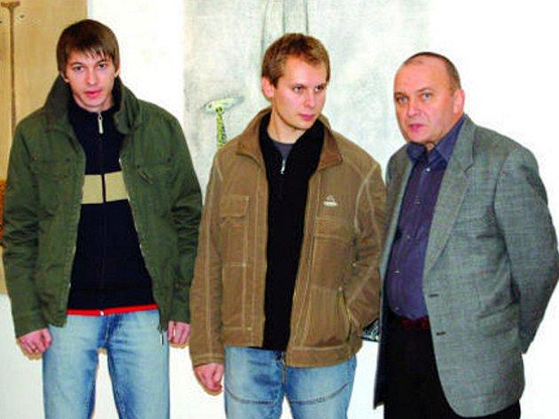 Zprava Miroslav Malina se svým synem Michalem a kamarádem Michalem Polákem.