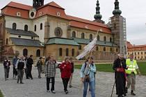 Třiadvacet poutníků mělo velehradskou baziliku za zády. Jejich cesta vedla na Sv. Hostýn.