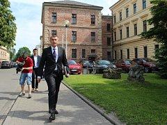Bývalou věznici v Uherském Hradišti v pátek 27. května navštívili ministr financí a ministr kultury.