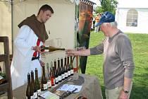 Víno přivezli na Modrou i Templáři z Čejkovic.