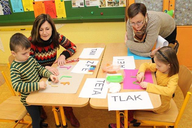 Na dnu otevřených dveří ve Sportovní škole Uherské Hradiště si mohly děti s rodiči vyzkoušet jak výtvarné, hudební či jazykové dovednosti, tak sportovní aktivity v tamní tělocvičně.