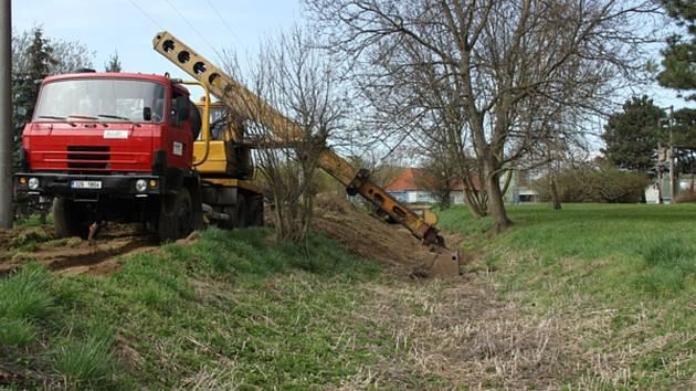 Město nechalo postupně uklidit a upravit koryto Jarošovského potoka.