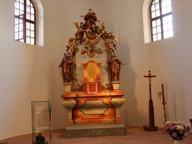 Dvě stě sedmdesát let starý oltář je po generální opravě.