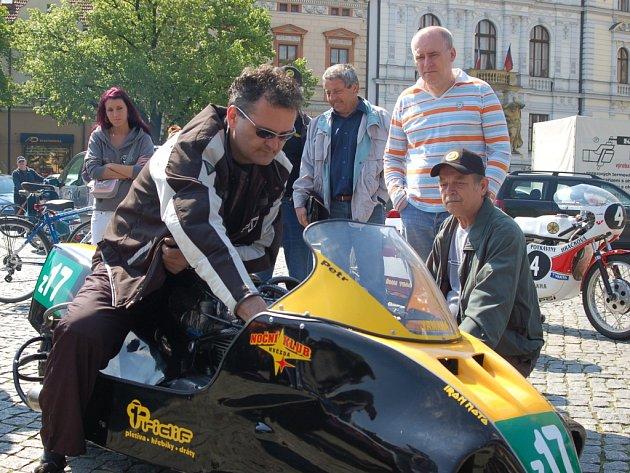 Uherskohradišťské Masarykovo náměstí se v sobotu proměnilo v ráj motorek.