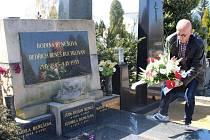 Ředitel Knihovny B. B. Buchlovana Radovan Jančář položil věnec na hrob této osobnosti, která dala hradišťské knihovně své jméno.