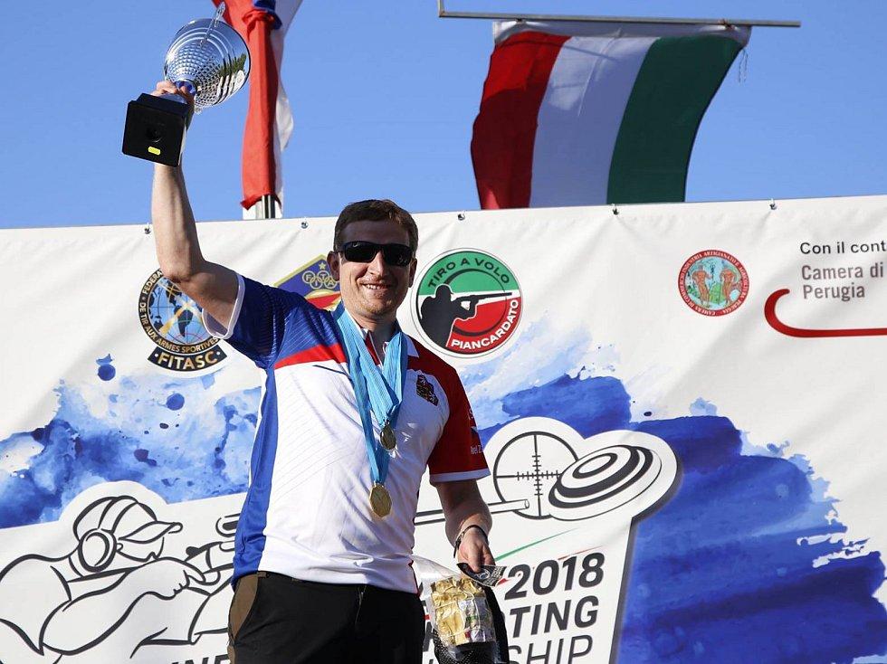Elitní člen CZ Shooting Teamu Tomáš Staněk se na střelnici v italském Piancardatu stal mistrem Evropy v kombinované lovecké střelbě. V kategorii ženy zvítězila česká reprezentantka Michaela Štenglová