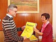 Od voleb na Velehradě šli domů s taškou na třídění odpadu.