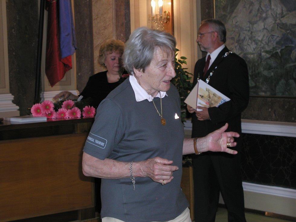 Na radnici UH vzadu starosta Tichavský