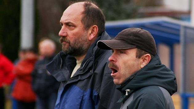Trenér Radek Sopůšek (vpravo) a jeho asistent Zdeněk Horák budou na jaře postrádat trio klíčových hráčů. Věří však, že se to na výkonech mužstva neprojeví.