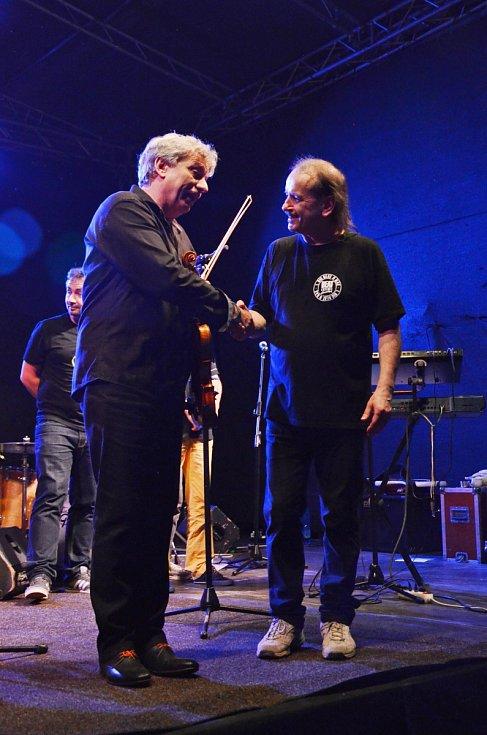 Jiří Pavlica a Hradišťan & Vlasta Redl s kapelou.