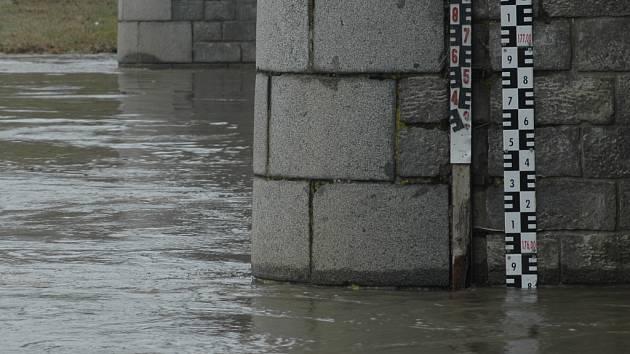 Stav hladiny řeky Moravy v Uherském Hradišti ve čtvrtek 5. března v 10 hodin.