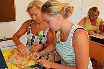 Osmdesát šest učitelek a dva kantoři se čtyři dny učili, jak tvořivě pracovat s žáky.