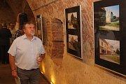Na výstavě dvacet let po povodních roku 1997 s názvem Co odnesla voda a přinesl čas ve staroměstském Jezuitském sklepu se předávaly také pamětní listy.