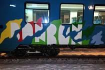 Posprejovaný vlak na nádraží ve Starém Městě