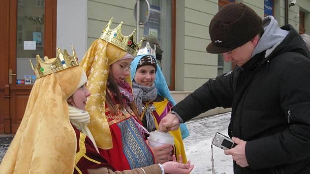 V ulicích Kroměříže jsou v těchto dnech vidění skupinky Tří králů.
