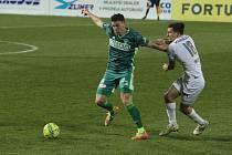 Fotbalisté Slovácka (v bílých dresech) doma v lednu porazili Karvinou 2:0.