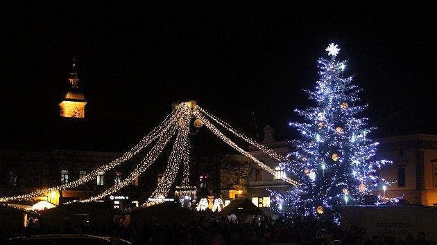Vánoční strom na Masarykově náměstí v Uherském Hradišti