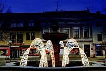 Vánoční čas obyvatelům a návštěvníkům Uh. Hradiště mají vyšperkovat nově osvětlená náměstí včetně desítek domů, kašny na Mariánském náměstí i vánoční výzdoba okrajových částí města.
