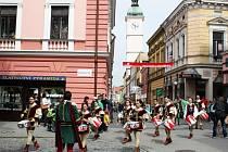Kulturní program stylově zahájili na Masarykově náměstí Sbandieratori di Sant´elpidio a Mare.