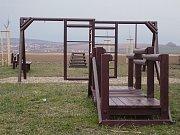 Děti by se na novém obecním hřišti měly objevit již za několik dnů.