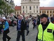 Fotbaloví fanoušci v ulicích Uh. Hradiště. Ilustrační foto.