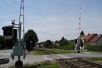 V Šumicích musejí pokácet šest obecních bříz a jednu třešeň, které řidičům u železničních přejezdů stíní ve výhledu na trať.