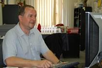 Květoslav Fryšták odpovídal on-lin na dotazy čtenářů v redakci Slováckého deníku.