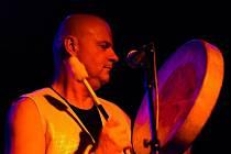 Do Uherského Hradiště se sjedou bubeníci z různých konců světa. Na pódiu vystoupí například Ephraim Goldin a Miloš Vacík. Zdeněk Bína zahraje na kytaru.