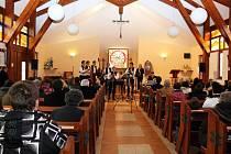 Starobylé horňácké velikonoční písně v podání cimbálové muziky Pentla.  Ilustrační foto