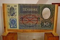 Galerie Na půdě buchlovického Muzea Podhradí bude až do 27. října oplývat penězi. Ty však už sto let neplatí.