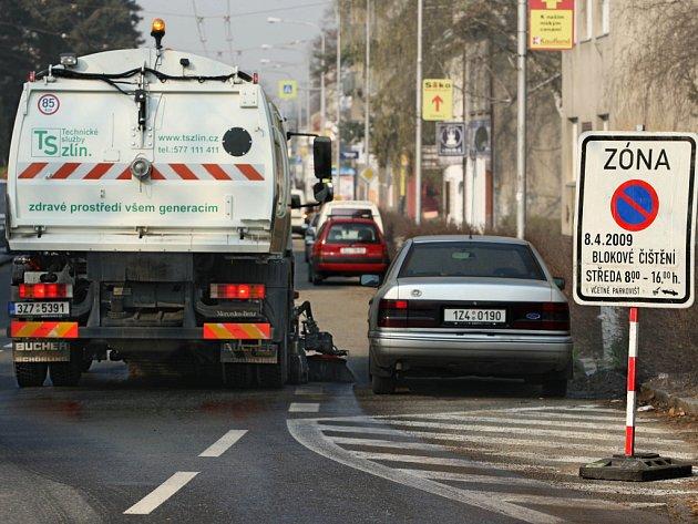 Blokové číštění silnic se neobejde bez spolupráce s řidiči.