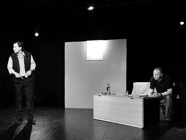 Brněnští herci přivezou do Uherského Hradiště originální inscenaci o přátelství tří mužů a o jednom obrazu.