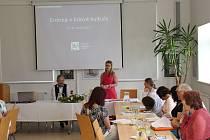 Dvoudenní konference na téma Erotika v lidové kultuře se v prostorech archeologického oddělení Slováckého muzea zúčastnilo na pětatřicet odborníků a přednášejících.