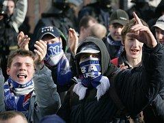 Fotbaloví fanoušci. Ilustrační foto.