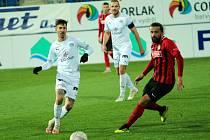 Fotbalisté Slovácka (v bílých dresech) v listopadu přehráli Opavu 3:1.