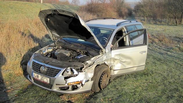 Štěstí v neštěstí měly osádky dvou automobilů, které se v neděli 18. listopadu ráno srazily na silnici I/50 mezi Havřicemi a Veletinami.