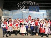 Krojovaní z Vlčnova se předvedli v Bruselu.