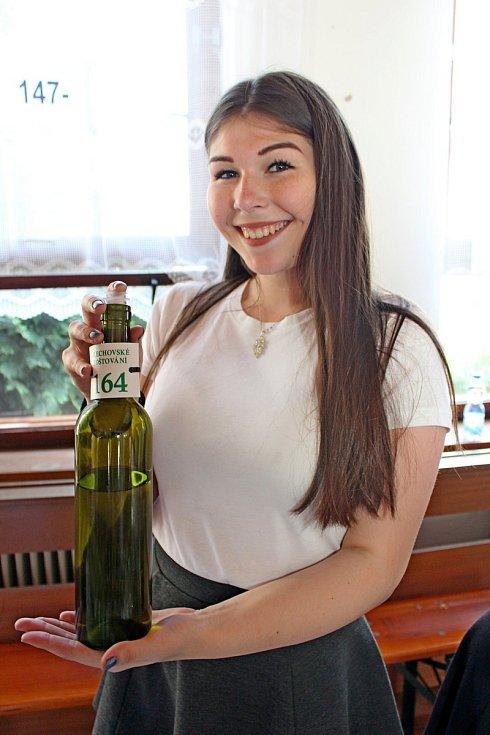 Na Zlechovské koštování bylo kochutnání 361 vzorků červených, bílých a rosé vín, ale také 50 vzorků zahraničních sýrů a oliv a 33 vzorků klobás.