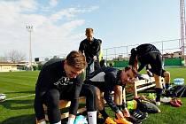 Fotbalisté Slovácka si na soustředění užívají luxus v hotelu i přírodní trávu v tréninkovém centru.