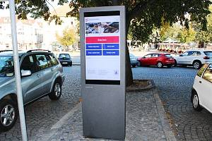 Nová digitální úřední deska před radnicí v Uherském Hradišti
