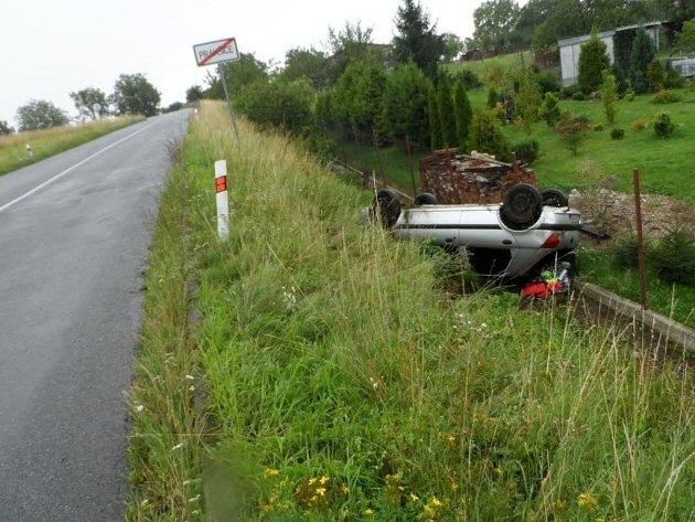 Ve stejném místě havarovala za posledních čtrnáct dnů už dvě auta.