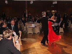 Šestadvacátý Reprezentační ples města Uherské Hradiště slavnostně zahájil starosta Hradiště Stanislav Blaha s oběma místostarosty. Poté následovaly ukázky společenského tance klubu Rokaso či vystoupení kapely Queenie.