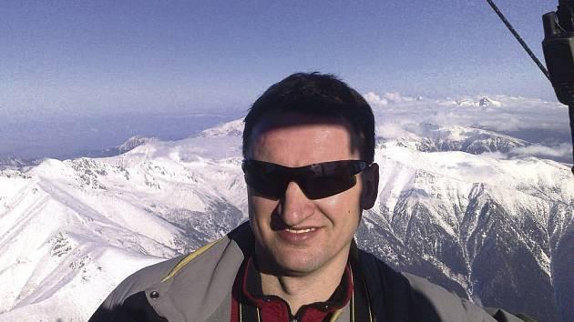 Pilot Libor Staňa si pořídil největší balon vnaší zemi.
